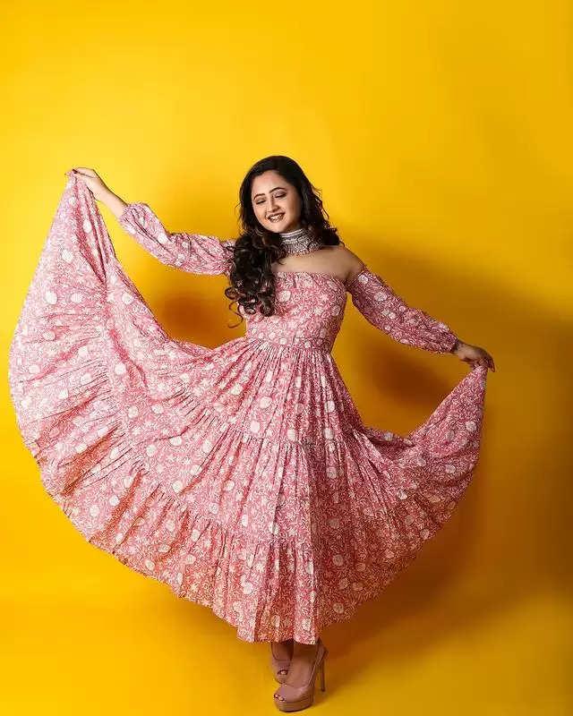 PHOTOSHOOT: Rashmi Desai showed her beautiful avatar in a maxi dress!