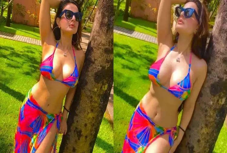 Ameesha Patel flaunts her sexy avatar in a colorful bikini, see pics