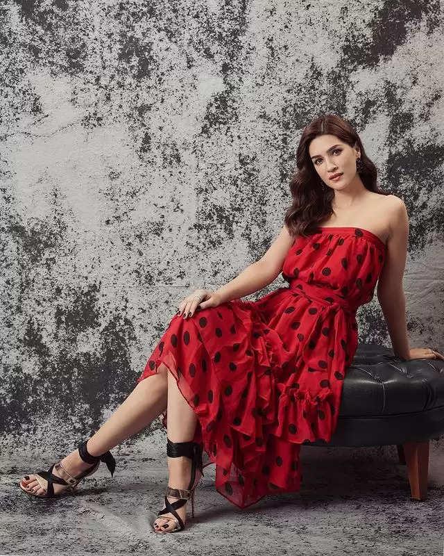 PHOTOS: - Kriti Sanon showed her glamorous look!