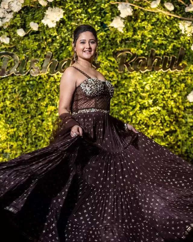 PHOTOS: - Rashmi Desai showed her glamorous look, see photos here