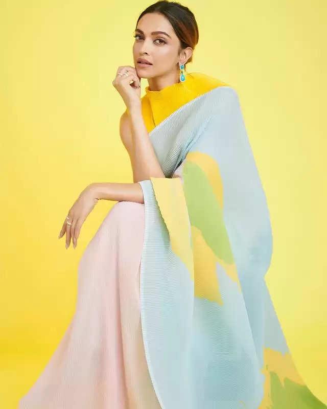 PHOTOS:- Deepika Padukone showed her glamorous look!