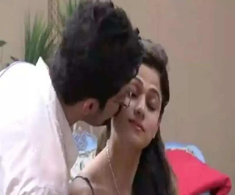 Bigg Boss OTT: Shamita Shetty asks for a kiss from Rakeysh Bapat, says - how cute is it?