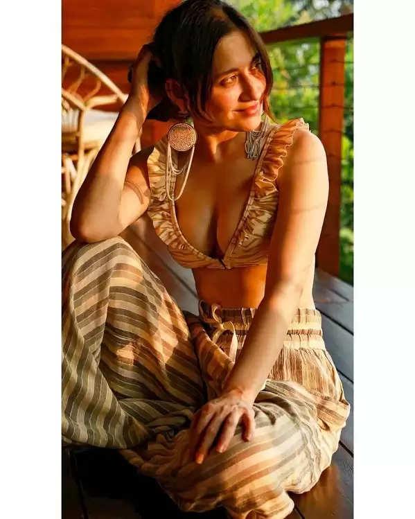 Click here to see some beautiful photos of Sanjeeda Sheik!