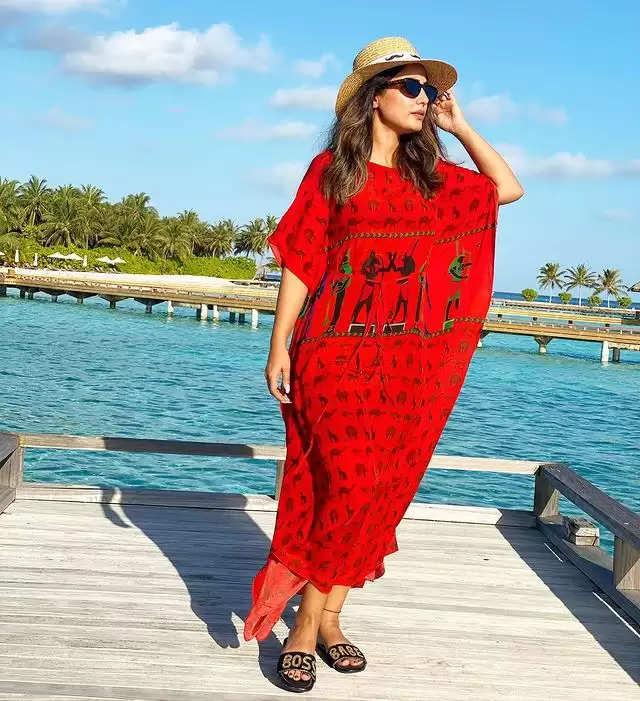 PHOTOS: - Hina Khan showed her ravishing avatar!