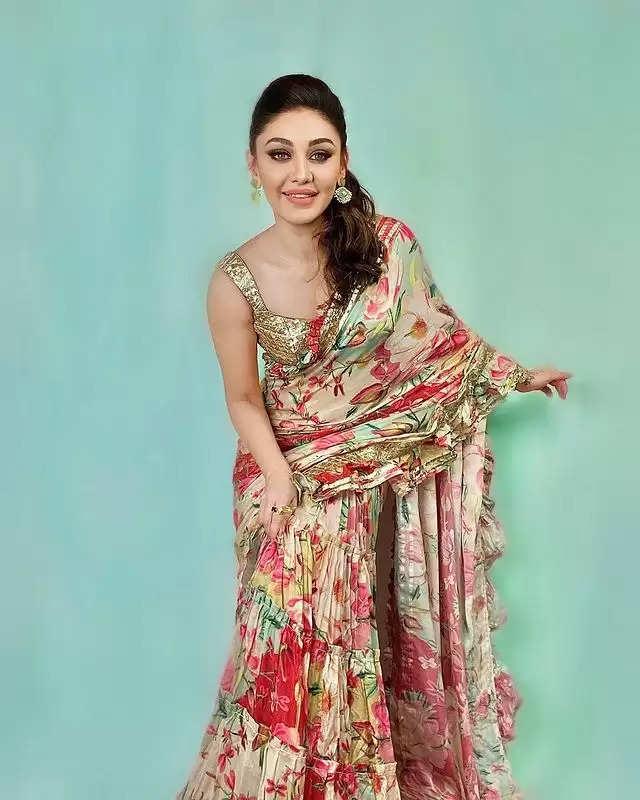 SAREE LOOK: Shefali Jariwala got a beautiful photoshoot done in a saree!