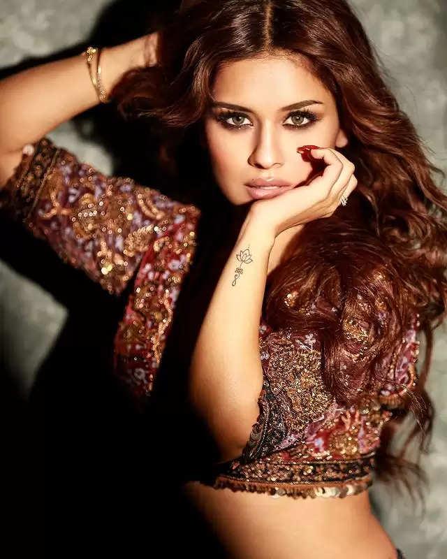 DESI LOOK: Avneet Kaur got a beautiful photoshoot done in a lehenga!