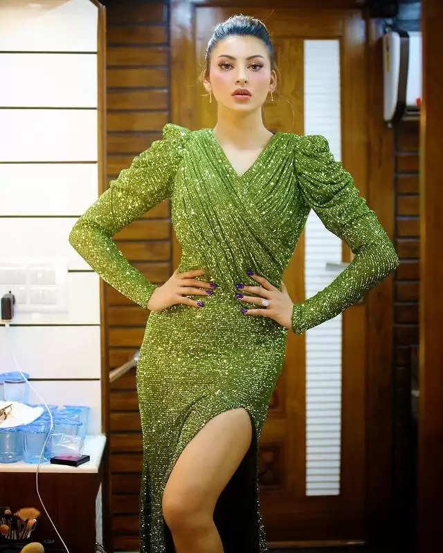 PHOTOS: - Urvashi Rautela showed her glamorous look!