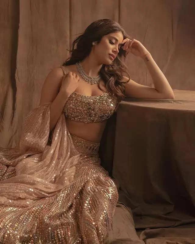 PHOTOS: Jhanvi Kapoor shows off her desi avatar in a golden lehenga!