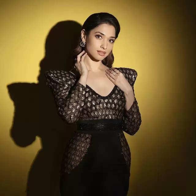 PHOTOS:- Tamannaah Bhatia showed her beautiful avatar in a black dress!
